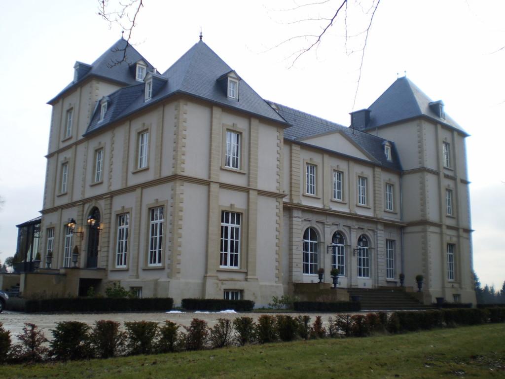 Château avant et côte gauche